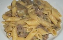 Pasta con carciofi, salsiccia e Provolone del Monaco